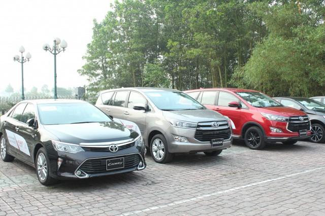 Tại các đại lý kinh doanh ô tô, hầu hết các mẫu xe lắp ráp đều được giảm giá cả chục triệu đồng