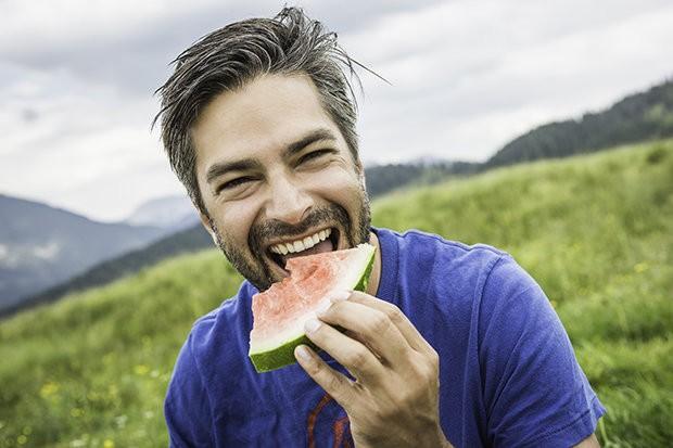 Nam giới chọn dưa hấu để tăng độ nam tính.