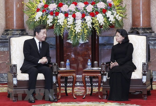 Quyền Chủ tịch nước Đặng Thị Ngọc Thịnh tiếp Thủ tướng Hàn Quốc Lee Nak-yon. (Ảnh: Lâm Khánh/TTXVN)