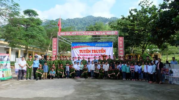 """Chương trình tình nguyện """"Ấm tình quân dân"""" tại Lạc Sơn, Hoà Bình"""