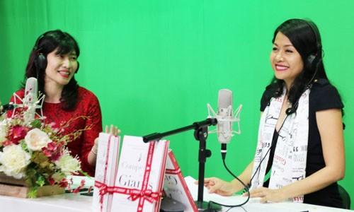 Doanh nhân Trần Uyên Phương trong buổi giao lưu với đài VOV về chủ đề Vai trò người lãnh đạo trong doanh nghiệp gia đình