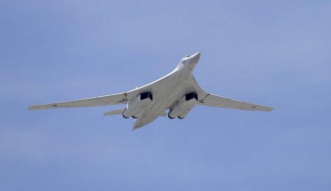 Mỹ, Canada điều F-22 giám sát oanh tạc cơ Tu-160 của Nga