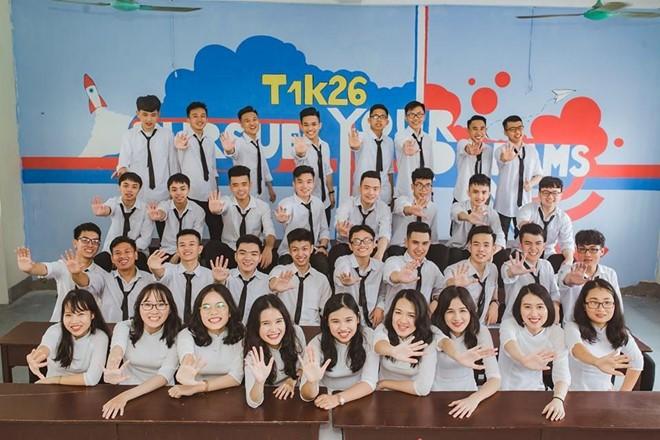 Tập thể 12 Toán 1 của THPT chuyên Hà Tĩnh, tỉnh Hà Tĩnh có 12 em đạt điểm số từ 27 trở lên.
