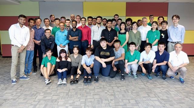 Sinh viên ĐH FPT trong một chuyến thực tập tại nước ngoài.