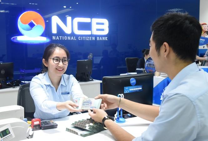 Khách hàng gửi tiết kiệm tại NCB