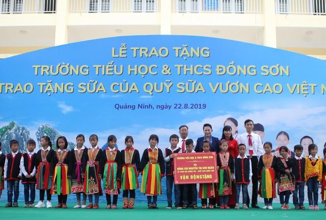 Trẻ em Quảng Ninh nhận trường mới và hơn 71 ngàn ly sữa từ Quỹ sữa Vươn cao VN