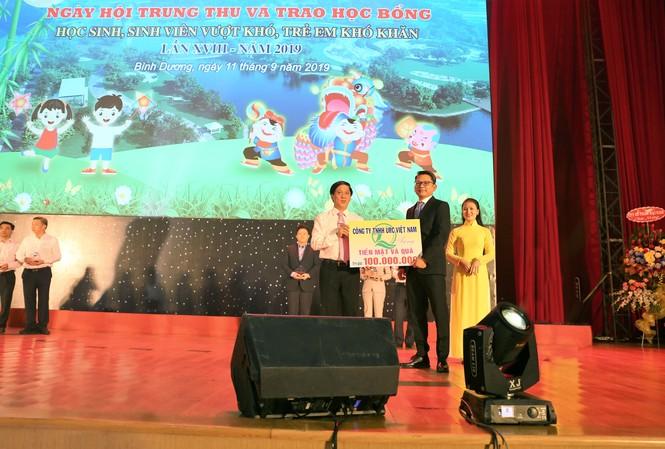 Công ty URC Việt Nam tài trợ quỹ bảo trợ trẻ em tỉnh Bình Dương