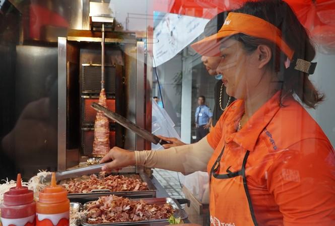 Chị Phùng Thị Thanh Hằng, bà chủ làm bánh mì đầy tâm huyết