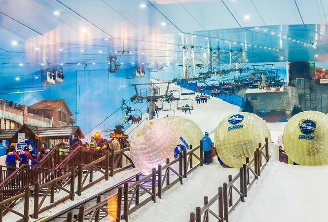 Ski Dubai mở ra những trải nghiệm tuyết kỳ thú, với nền nhiệt trung bình âm 1 độ C
