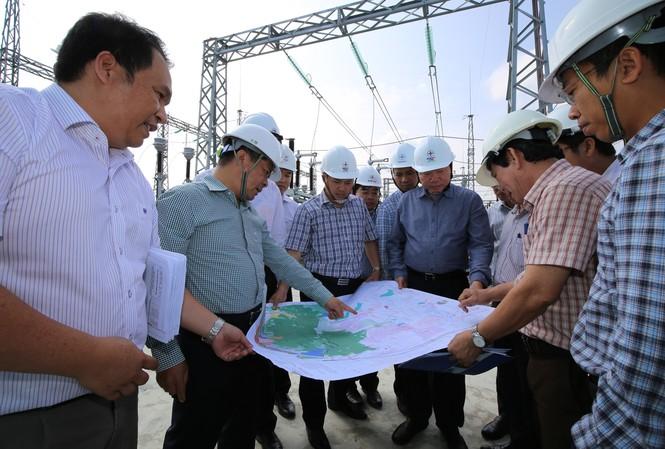 Chủ tịch HĐTV EVNNPT Đặng Phan Tường kiểm tra tiến độ thi công dự án đường dây 200kV tại Ninh Phước (Ninh Thuận)