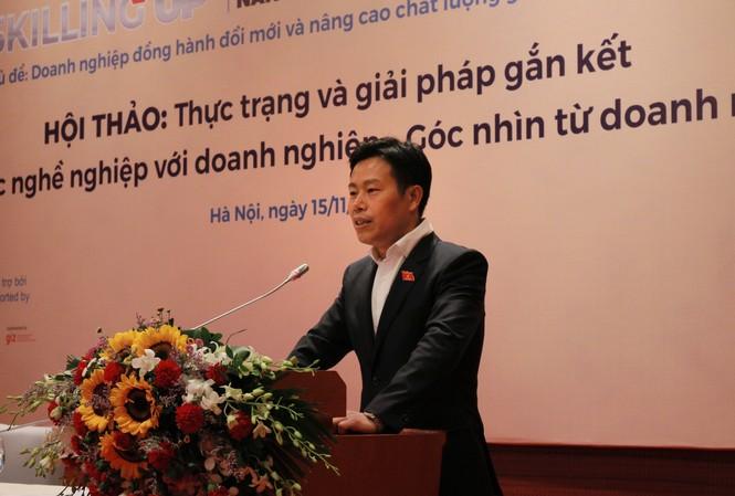Nhấn mạnh sự thay đổi của giáo dục nghề nghiệp, Thứ trưởng LĐ-TB&XH Lê Quân cho rằng, trường nghề muốn đổi mới chỉ có nhờ doanh nghiệp.