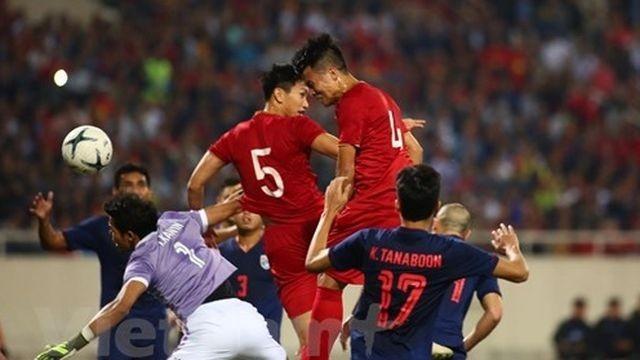 Trọng tài người Oman từ chối bàn thắng của Bùi Tiến Dũng khi cho rằng Văn Hậu đã phạm lỗi với thủ môn Kawin