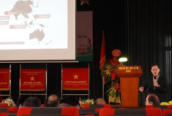 Ông Lim Say Piau – Giám đốc Tiếp thị mảng giải pháp kiểm soát Véc-tơ truyền bệnh khu vực Châu Á Thái Bình Dương (APAC) của Bayer trình bày cách tiếp cận mới trong việc Kiểm soát Véc-tơ truyền bệnh
