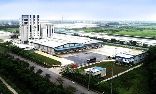 oàn cảnh Nhà máy Sản xuất Thức ăn Chăn nuôi ADM Hòa Mạc với nhiều công nghệ hiện đại hướng đến việc tăng cường an toàn lao động, năng suất sản xuất và sự phát triển bền vững cho tương lai