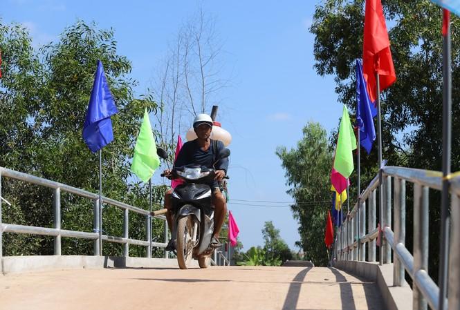Người dân xã Mỹ Thạnh không còn vất vã mỗi khi đi qua kênh Mương Ngang nữa