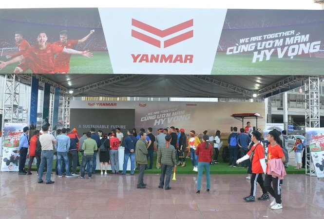 Toàn cảnh gian hàng YANMAR với biển quảng cáo ấn tượng cả 4 mặt