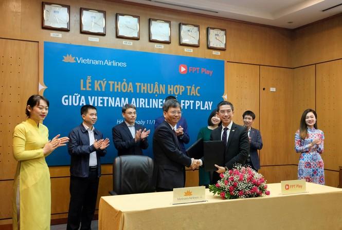 Triển khai ứng dụng FPT Play trên chuyến bay nội địa của Vietnam Airlines