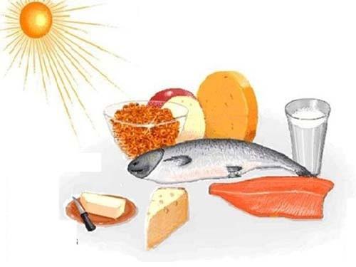 Các bậc cha mẹ cần cho trẻ tắm nắng đủ giờ và ăn các thực phẩm có nhiều vitamin D để phòng tránh còi xương cho trẻ