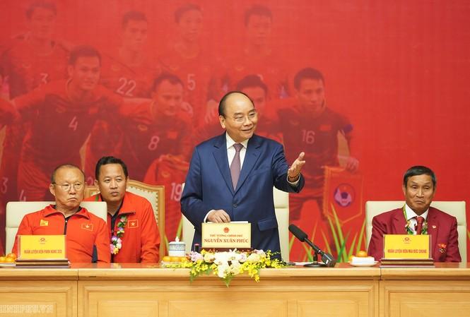 Thủ tướng cảm ơn các 'ông bầu' bóng đá