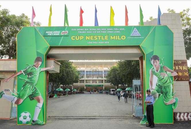 Giải bóng đá, bóng rổ học sinh tiểu học, THCS tỉnh Vĩnh Long do Nestle Milo tổ chức được đánh giá là sân chơi bổ ích dành cho trẻ.