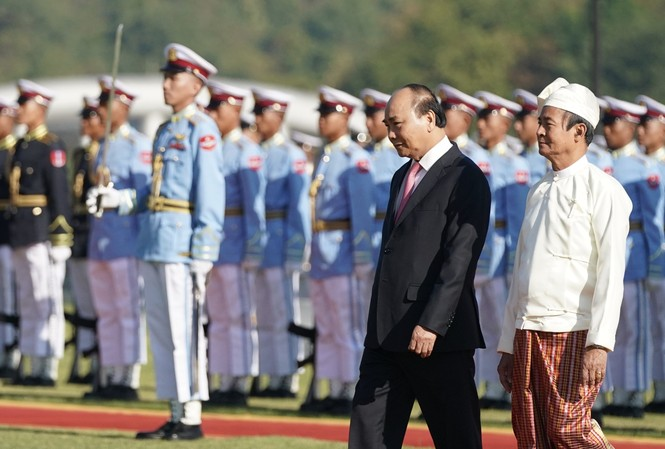 Lễ đón chính thức Thủ tướng Nguyễn Xuân Phúc được tổ chức trọng thể tại Dinh Tổng thống Myanmar, do Tổng thống Win Myint chủ trì lễ đón. Ảnh: VGP/Quang Hiếu