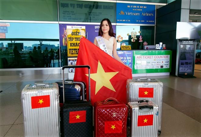 Á hậu Oanh Lê lên đường tham gia đấu trường Hoa hậu quốc tế