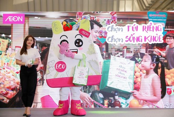 AEON Việt Nam giới thiệu túi môi trường và linh vật AEON ECO mới tại buổi lễ