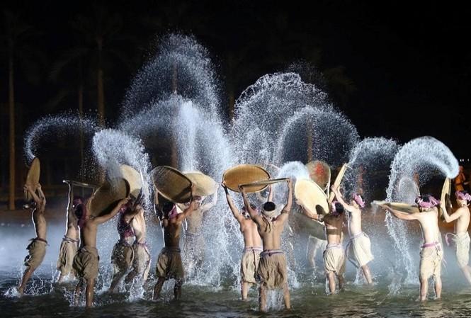 Tinh hoa Việt Nam sẽ là điểm nhấn tại dự án Grand World Phú Quốc bởi sự kết hợp hoàn chỉnh, hoành tráng và đầy tinh tế giữa âm thanh, ánh sáng và vũ đạo.