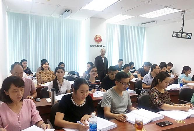 Học viên tham gia khóa học quản lý chuỗi cung ứng tại Viện FMIT®.
