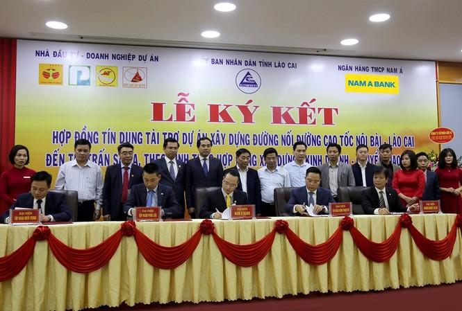 Cùng với Nam A Bank, đơn vị thi công cho dự án trọng điểm này gồm liên doanh Tập đoàn đầu tư: Tập đoàn Phúc Lộc – Xây dựng miền Trung – Cường Thịnh Thi cùng Doanh nghiệp dự án (Công ty Cổ phần Đầu tư BOT Lào Cai – Sa Pa).