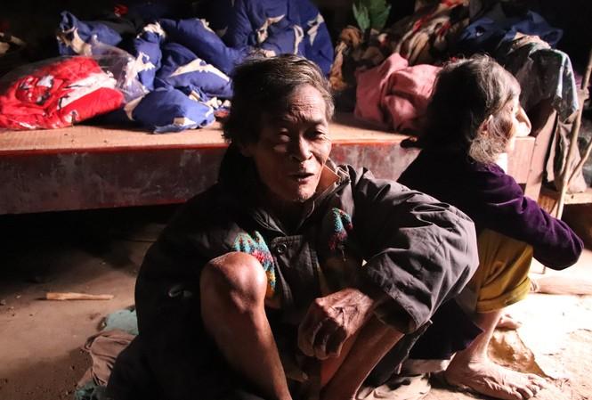 Ông Cao Ống và vợ là hai trong những người Chứt cuối cùng thời kỳ sống trong hang đá.