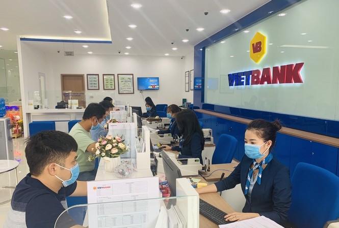 """Khách hàng đến giao dịch tại Vietbank sẽ có cơ hội """"trúng 1kg vàng"""" và 100% nhận quà tặng ngay"""