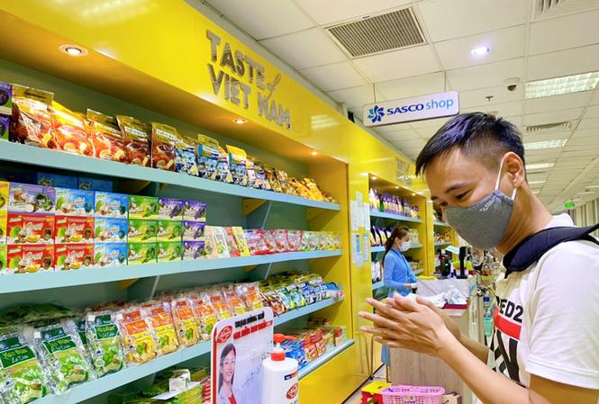 Unilever cùng Cảng hàng không quốc tế Tân Sơn Nhất phòng dịch cho hành khách