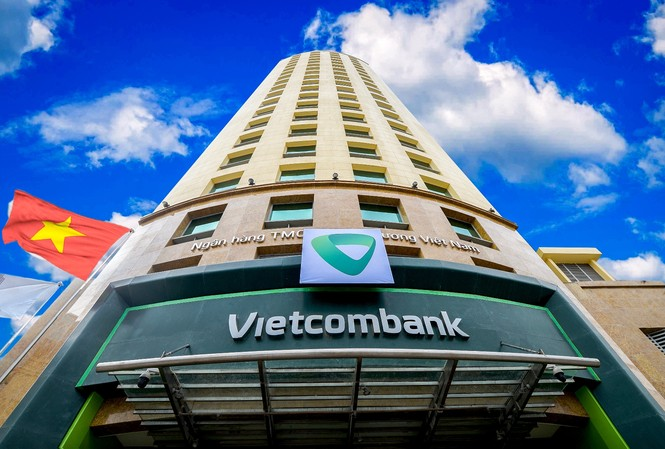 Vietcombank giảm lãi suất cho vay để hỗ trợ DN, người dân miền Trung bão lũ