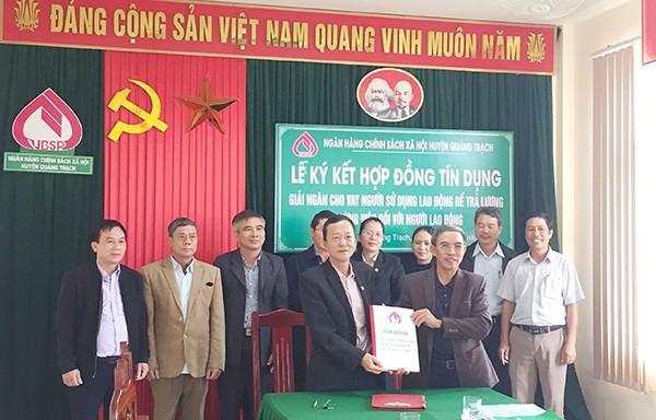 NHCSXH tỉnh Quảng Bình ký hợp đồng giải ngân theo Quyết định 32