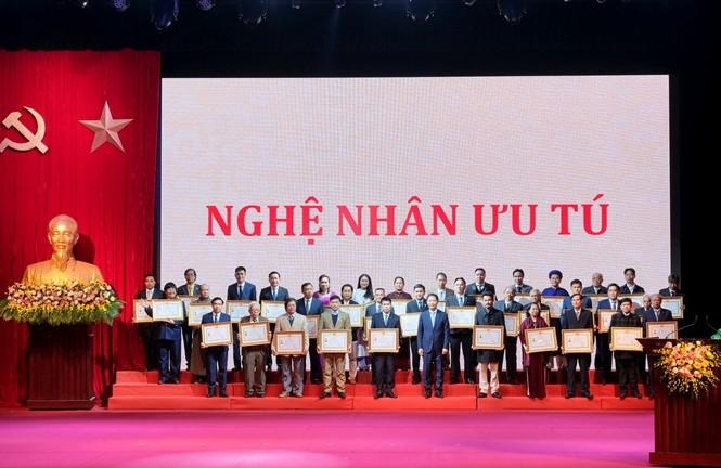 Các Nghệ nhân Nhân dân và Nghệ nhân Ưu tú được vinh danh tại buổi lễ