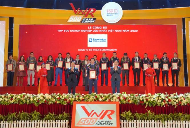 Ông Đỗ Minh Thanh – Phó Tổng Giám đốc Eurowindow, đại diện công ty nhận chứng nhận Top 500 doanh nghiệp lớn nhất Việt Nam