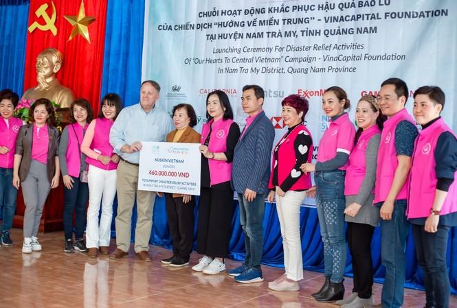 Nu Skin Việt Nam và nhà phân phối hỗ trợ chương trình 'Hướng về miền Trung'