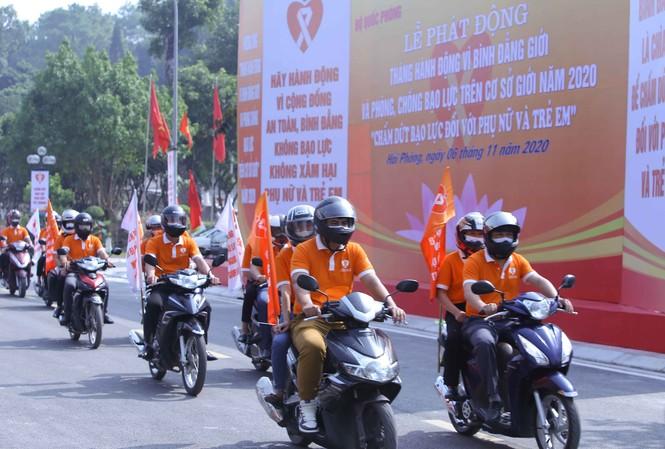 Đoàn xe tuần hành, tuyên truyền về phòng, chống bạo lực và bình đẳng giới tại thành phố Hải Phòng.