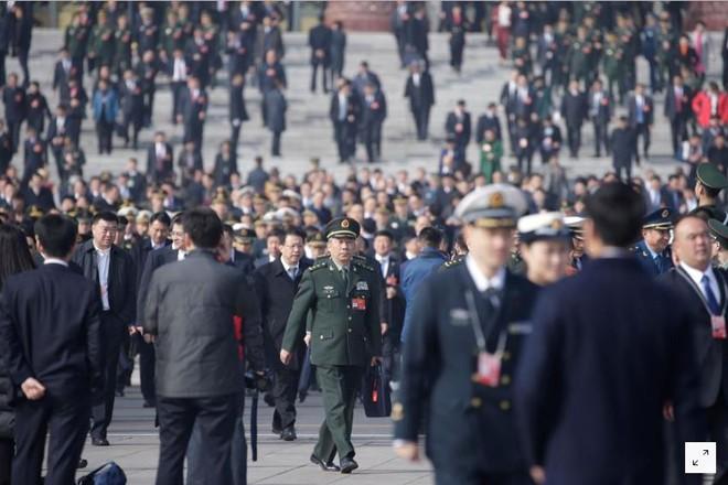 Một sỹ quan quân đội Trung Quốc dự phiên khai mạc quốc hội ngày 5/3 ở Bắc Kinh                         ảnh: Reuters