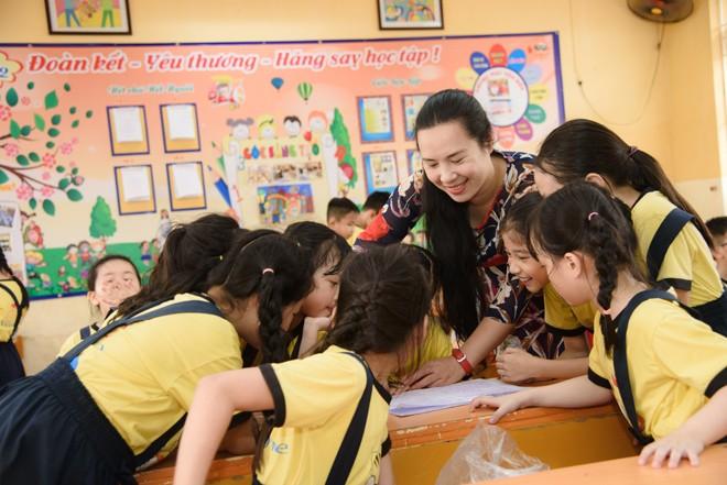 Cô Nguyễn Thị Bích Diệp trong một giờ dạy học trên lớp