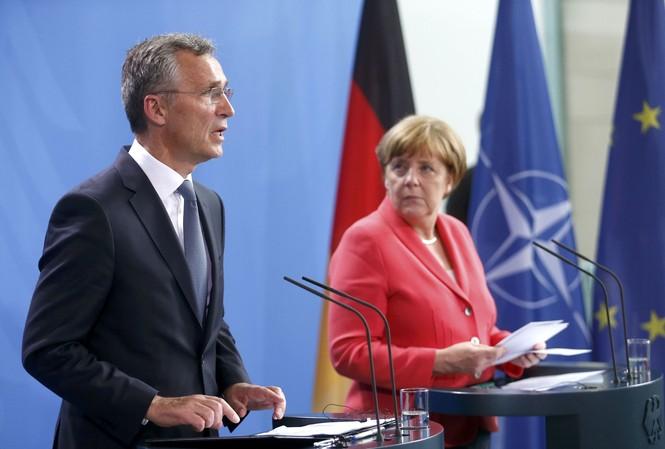 Thủ tướng Đức Angela Merkel và tổng thư ký NATO Jens Stoltenberg trong một sự kiện năm 2016 ở Đứcảnh: Reuters/Sputnik