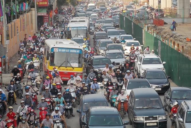 Sở GTVT yêu cầu trước 15/1 phải hoàn trả lòng đường, hè để không ảnh hưởng đến giao thông dịp cuối năm Ảnh: A.Trọng
