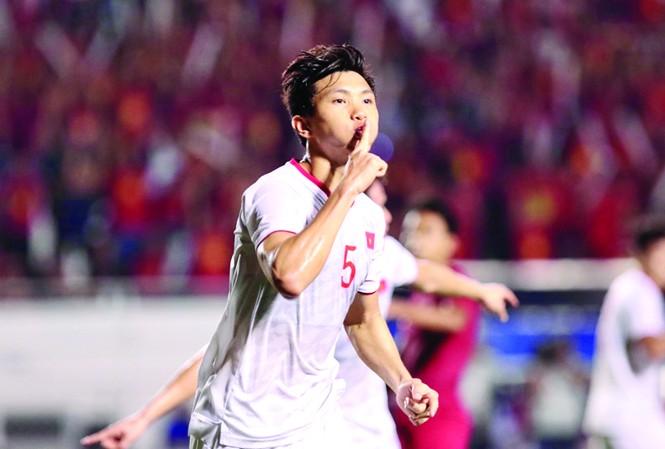 Văn Hậu ăn mừng bàn thắng vào lưới Indonesia