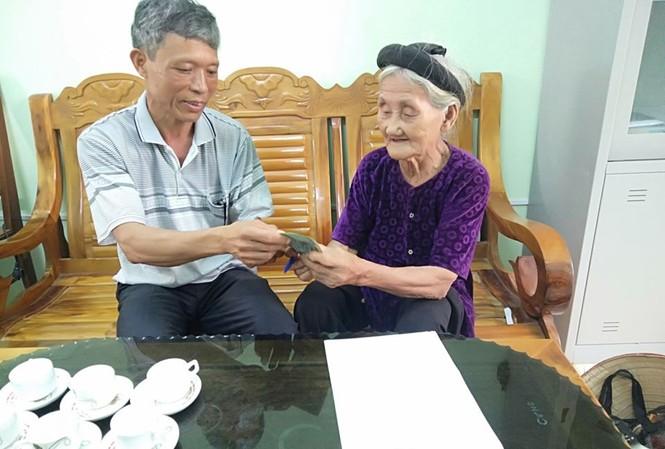 Cụ bà 84 tuổi xin thoát nghèo ủng hộ tiền chống dịch COVID-19