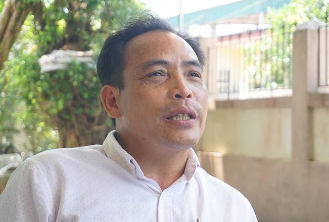 Ông Lê Công Ngân, Trưởng thôn Hạnh Phúc thừa nhận đã vận động các hộ cận nghèo ký đơn không nhận hỗ trợ. Ảnh: Vnexpress