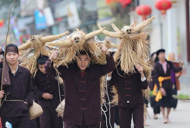 Độc đáo lễ hội trâu rơm bò rạ ngày xuân
