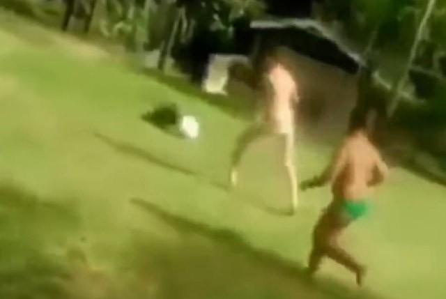 Clip: Cún cưng xử lý bóng chẳng kém Messi