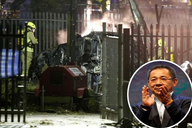 Nhân viên cứu hộ dập lửa trên chuyên cơ của chủ tịch Leicester.