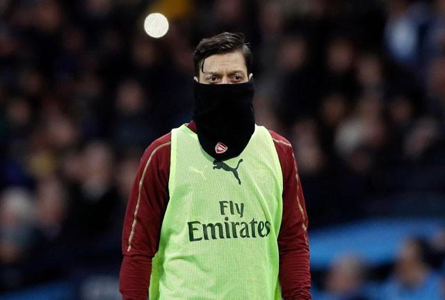 """Arsenal đã dùng """"biện pháp mạnh"""" nhằm gây áp lực khiến Ozil phải ra đi."""